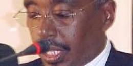 Augustin Mahiga oo Weerar ku qaaday Shariif Sakiin