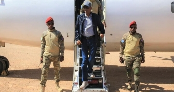 Leader calls for aid as he visits besieged region