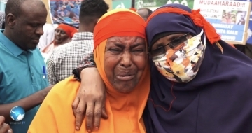 Hundreds march  on Mogadishu streets over missing soldiers