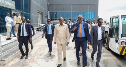 Roble leaves for Jubaland on his first visit as PM
