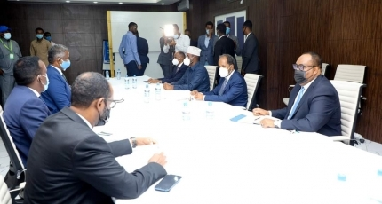 Puntland leader hosts opposition head of poll talks