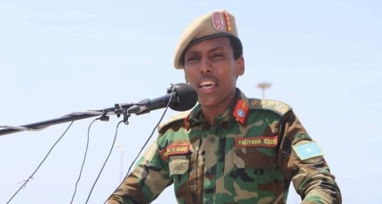 Somali army chief slams the two ex-Presidents and PM remarks