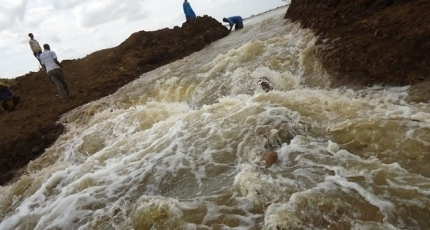 Villages in Somalia flooded as river bursts its banks