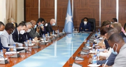 Farmajo under pressure to give up the term extension