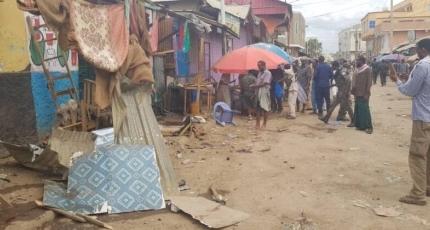 Three killed, 7 injured in explosion in busy Somalia market