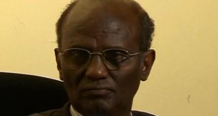 Kumuu ahaa Professor Gaandi?