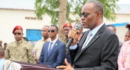 Southwest leader visits besieged city on Somalia front lines