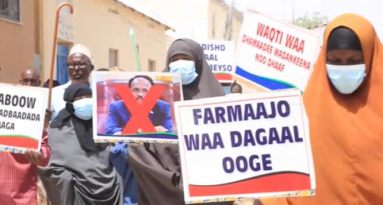 Anti-Farmajo protest held in Mogadishu as battle kills 30